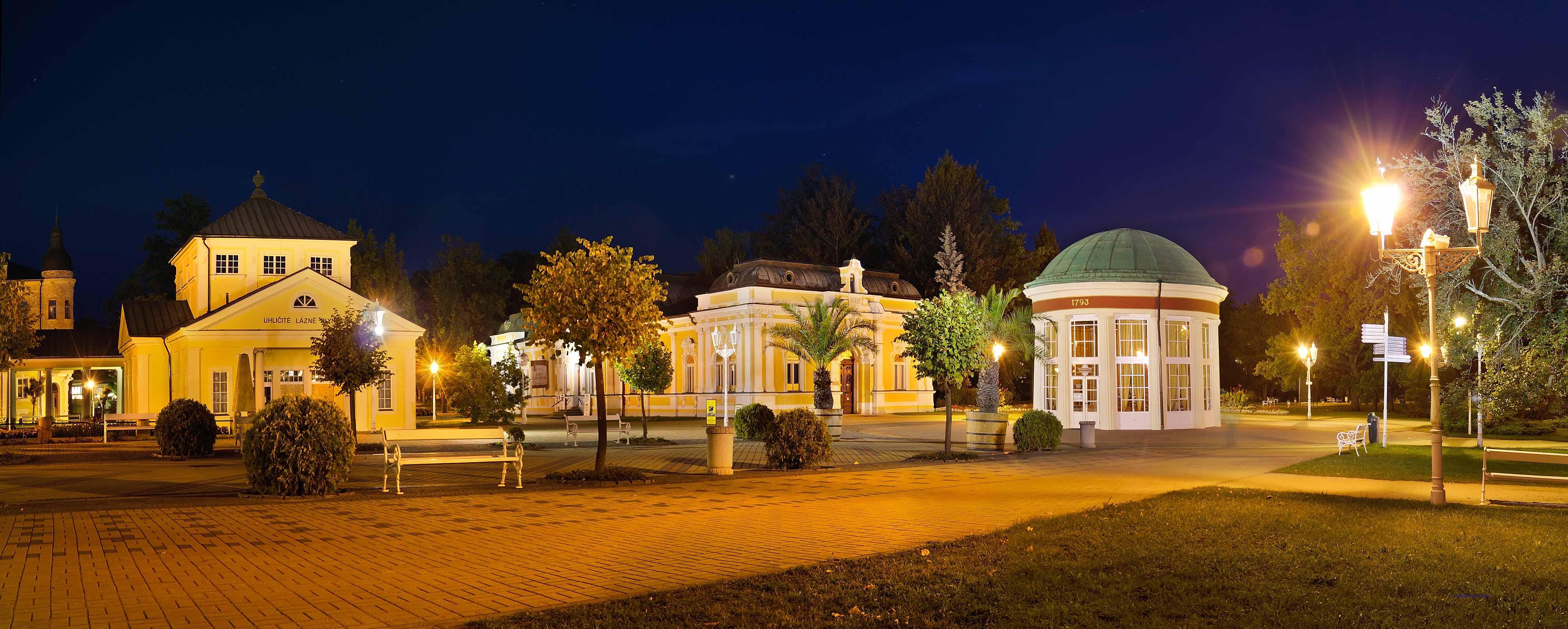 Franzensbad bei Nacht, LadislavRenner (czechtourism)