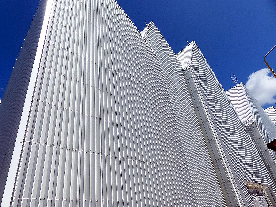 Im Mai 2015 wurde das von den italienischen Architekten Alberto Veiga und Fabrizio Barozzi entworfene Gebäude der Philharmonie als das beste Bauwerk des Jahres 2014 mit dem Mies-van-der-Rohe-Preis ausgezeichnet. Foto: Dieter Weirauch