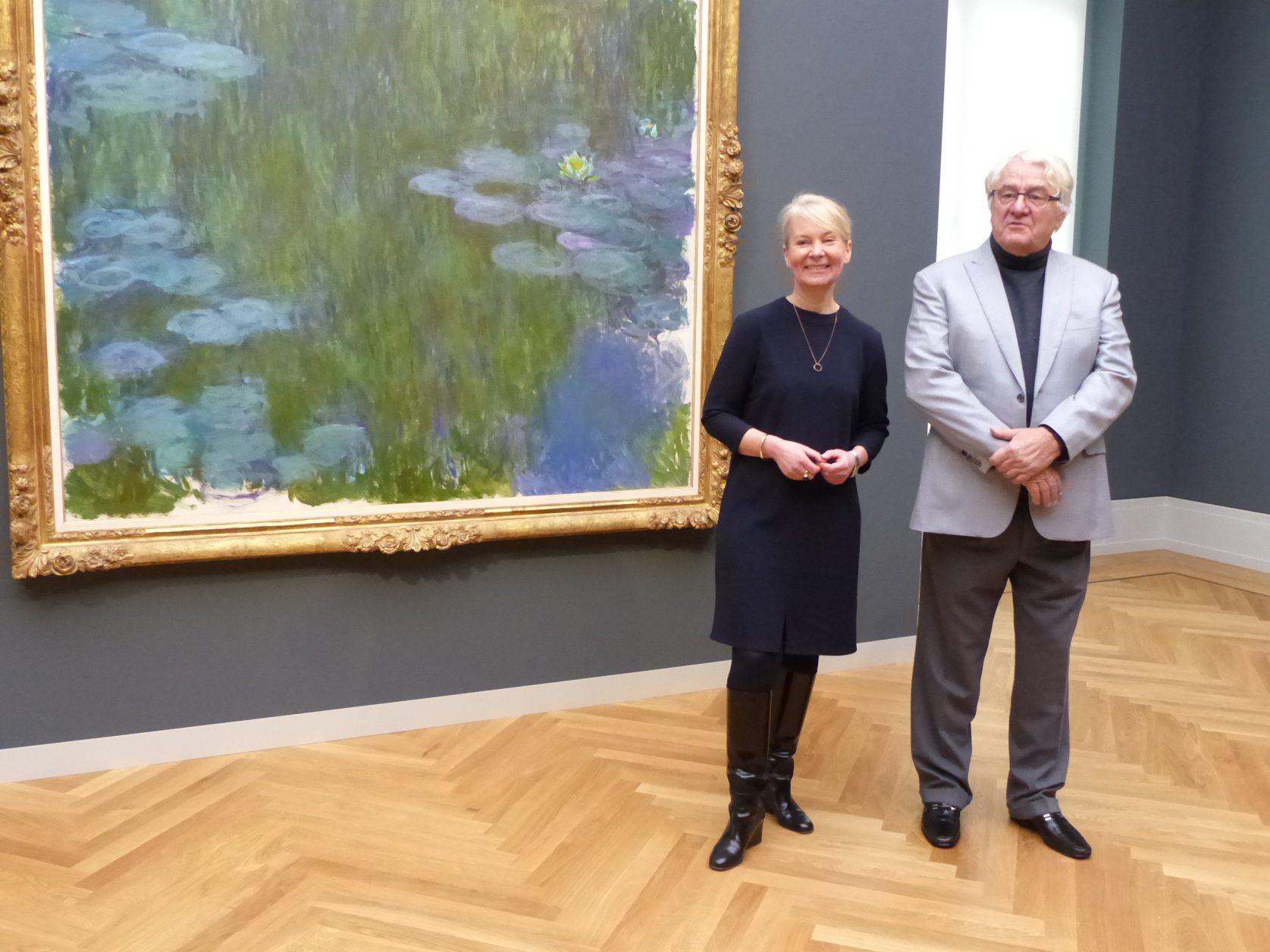Dr. Ortrud Westheider und Mäzen Hasso Plattner vor Monets Seerosen, Foto: D.Weirauch
