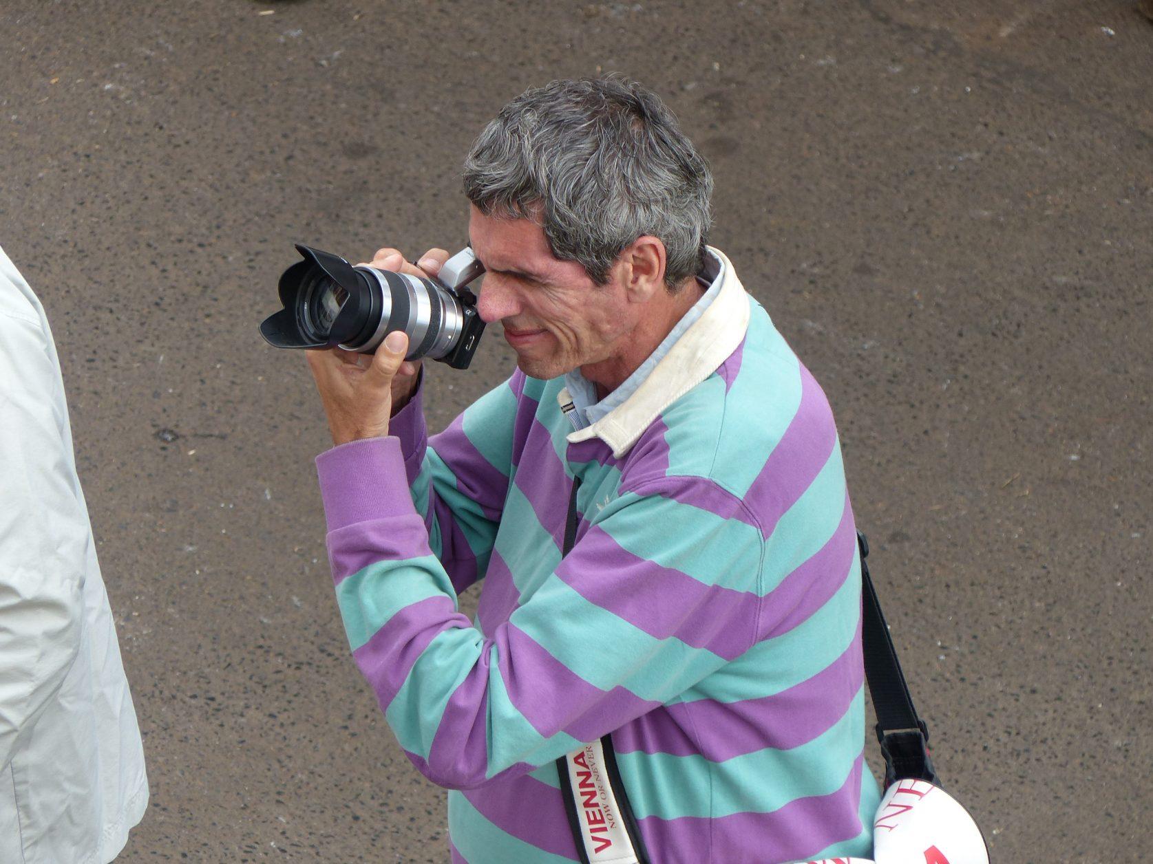 """An der Strecke warten bereits Fotografen auf die """"Rutschlustigen"""", Foto: D.Weirauch"""