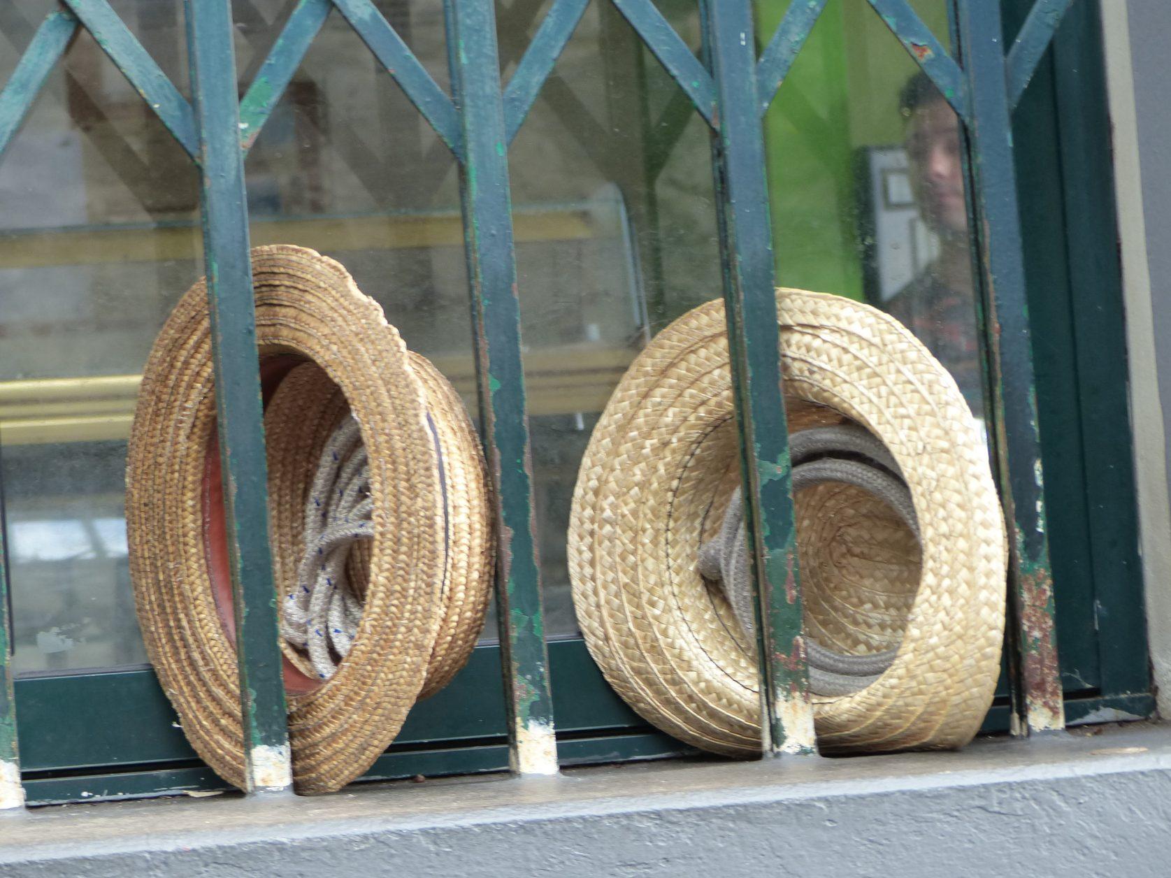 Strohüte und Seil: unentbehrliche Utensilien der Fuhrleute in Monte. foto: D. Weirauch