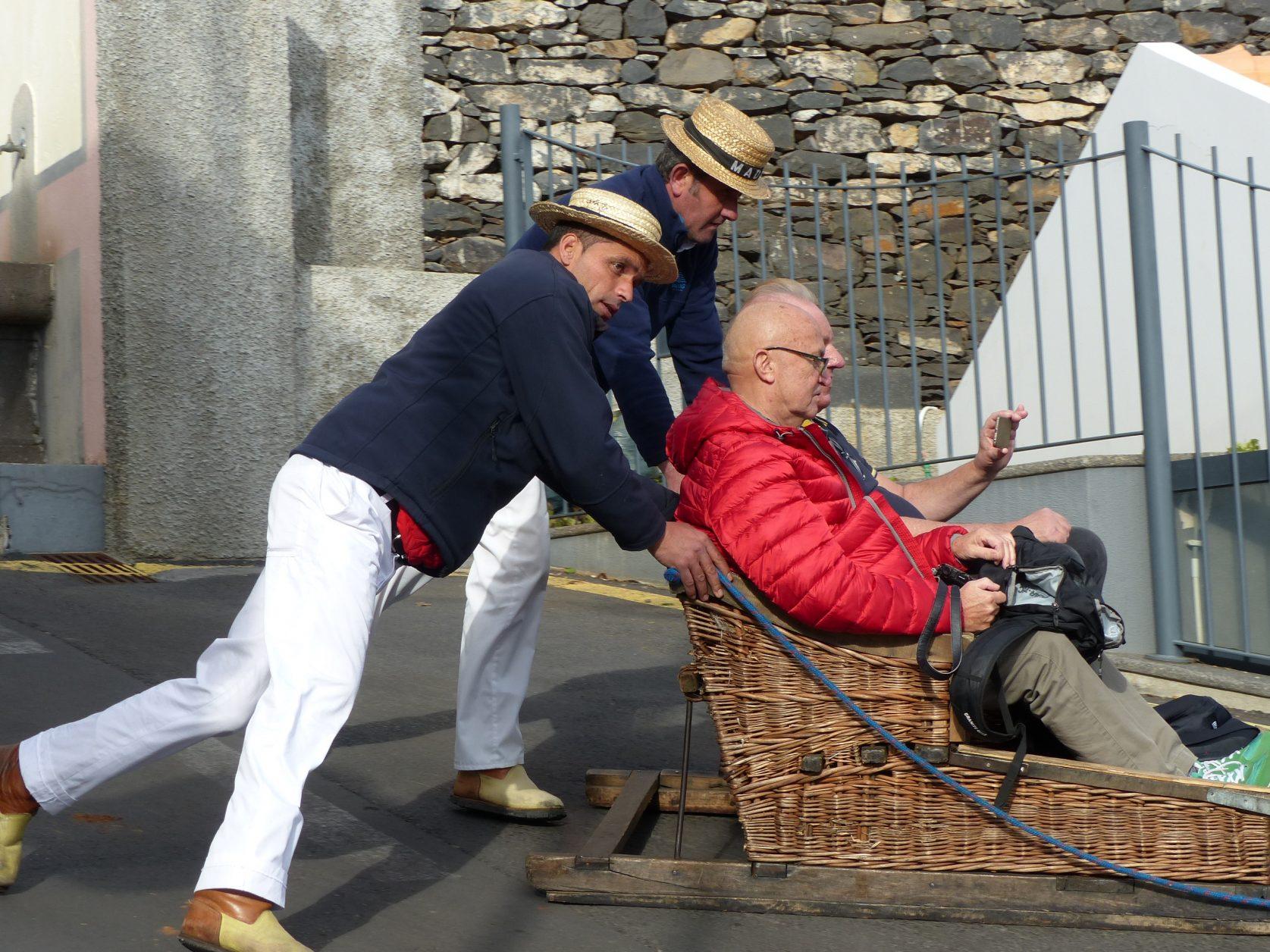 Zu Beginn in Monte muß der Schlitten kräftig angeschoben werden, Foto: D.Weirauch