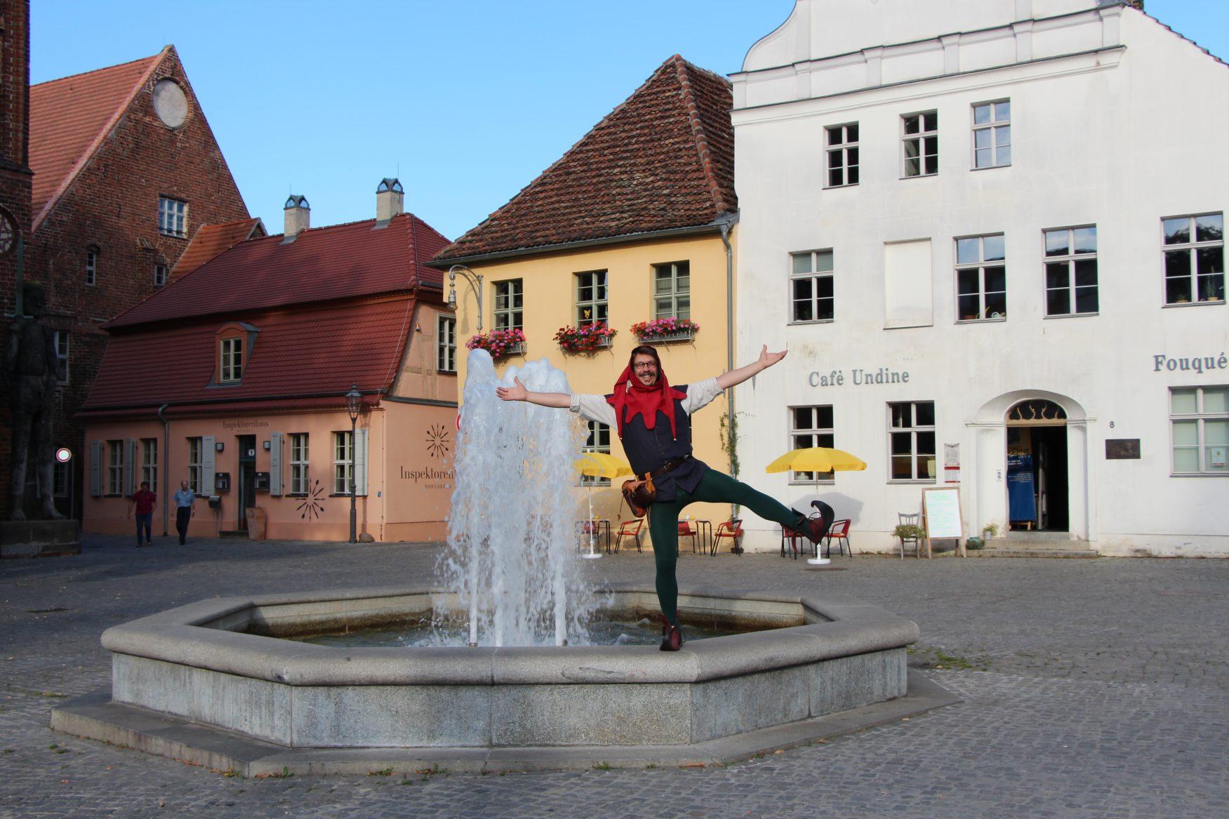 Der Eulenspiegel von Brandenburg am Brunnen vor dem historischen Rathaus, Foto: privat