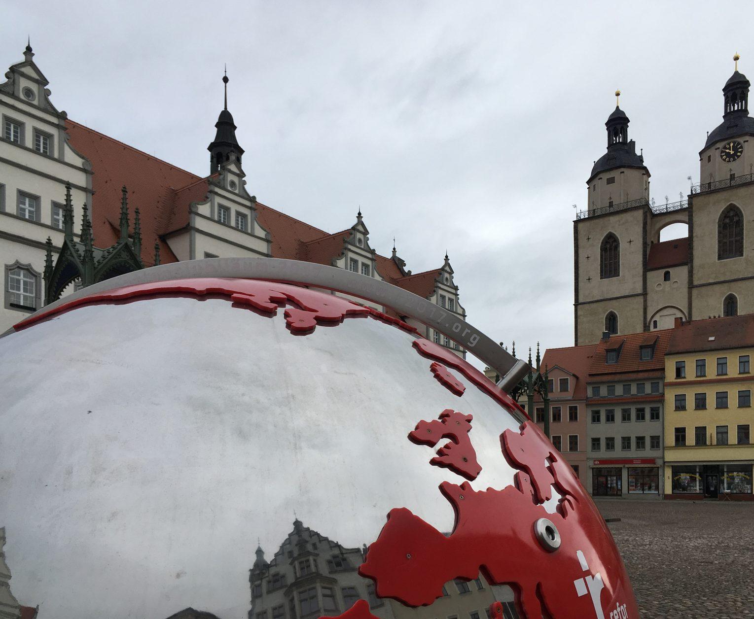 Blick vom Markt auf die Stadtkirche mit den beiden Türmen, Foto: D.Weirauch
