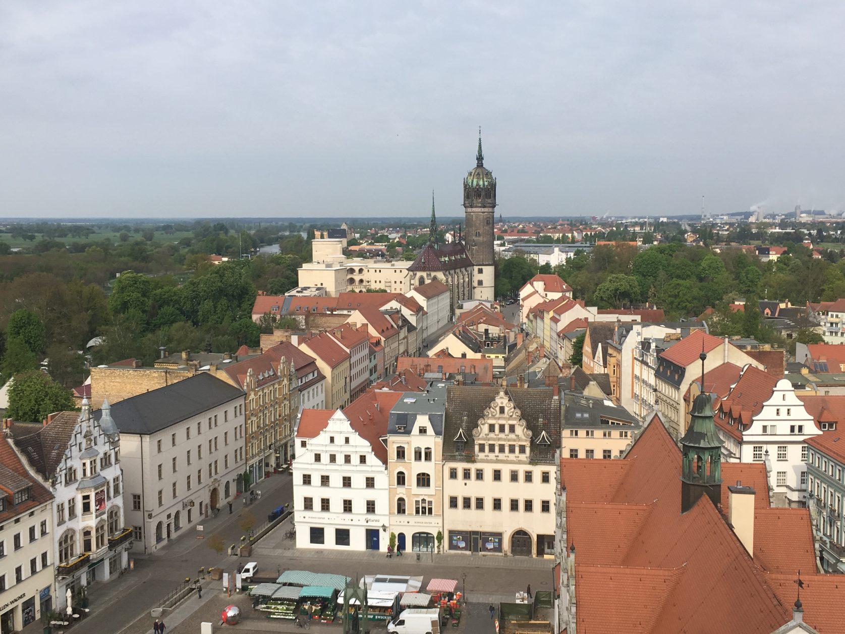 Blick von der Stadtkirche hinüber zur Schlosskirche von Wittenberg, Foto: D.Weirauch