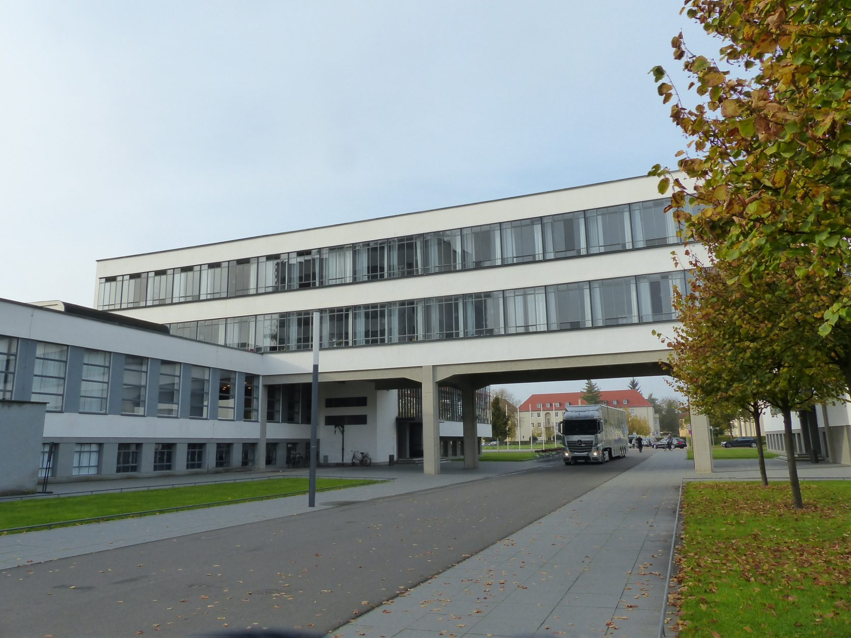 Blick auf einen Teil des Bauhauses in Dessau, Foto: Weirauch