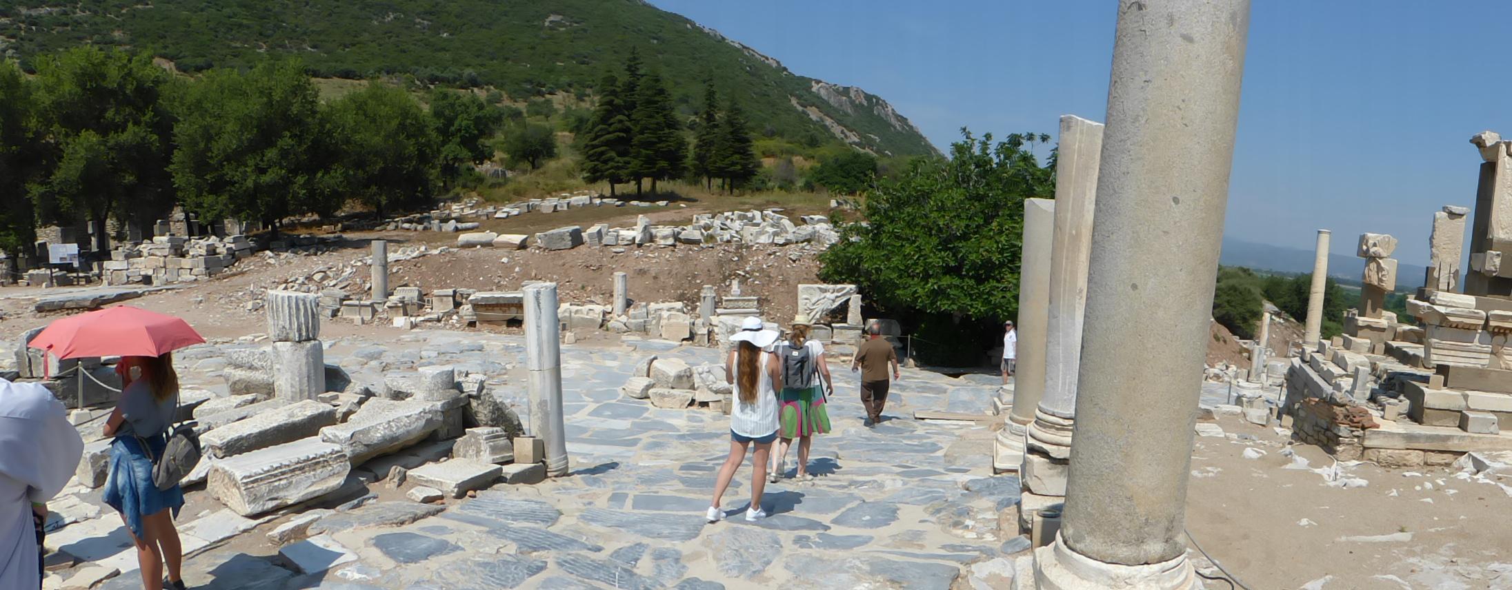 Entlang der Marmorstraße, die von der Celsus-Bibliothek zum Theater führt