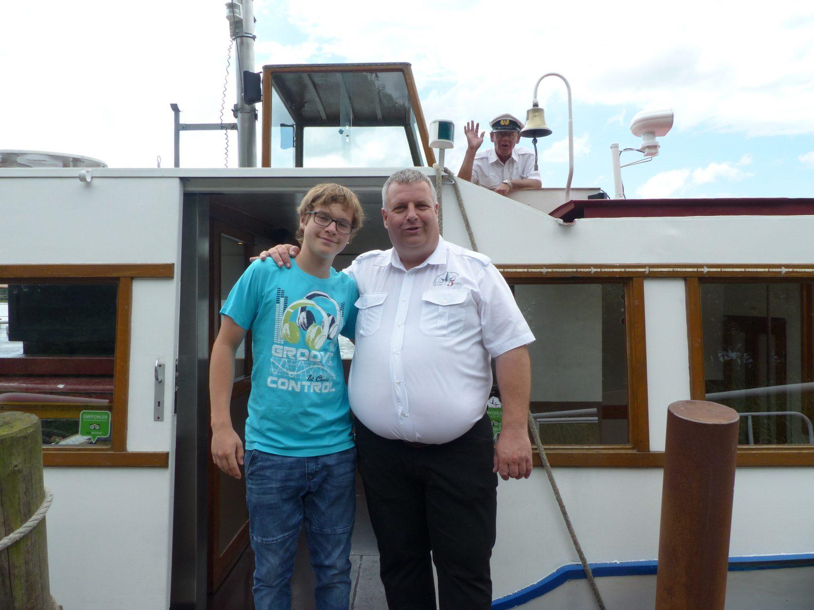 """Benjamnin und Michael Bischof, im Hintergrund Paul Semmler auf der """"Neptun"""", Foto: D.Weirauch"""