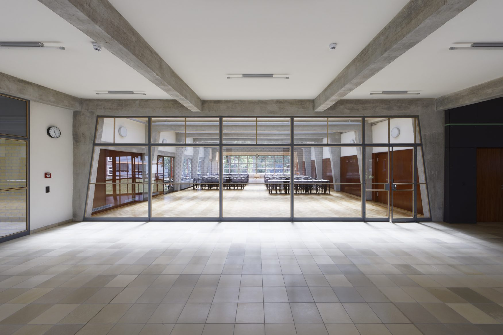 Bauhaus Denkmal Bundesschule Bernau: Blick in das foyer/speisesaa,l, Foto: Eberle & Eisfeld
