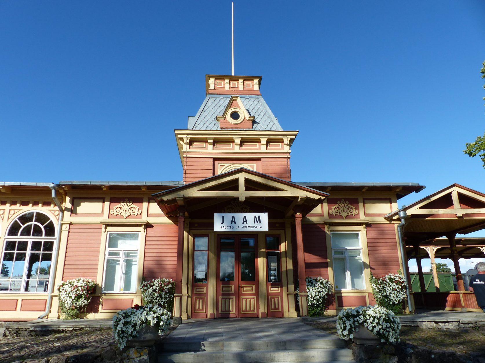 In Haapsalu steht der Alte Bahnhof, er beherbergt das Estnische Eisenbahnmuseum Foto: D.Weirauch,