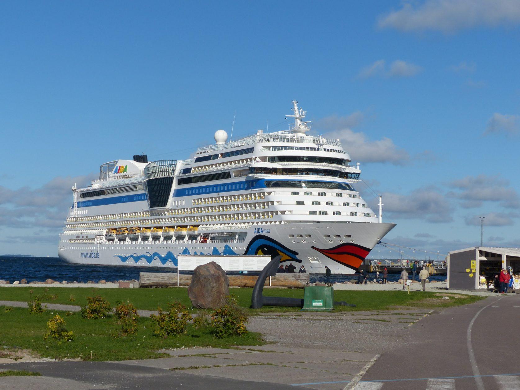 AIDA Mar im Hafen von Talllin