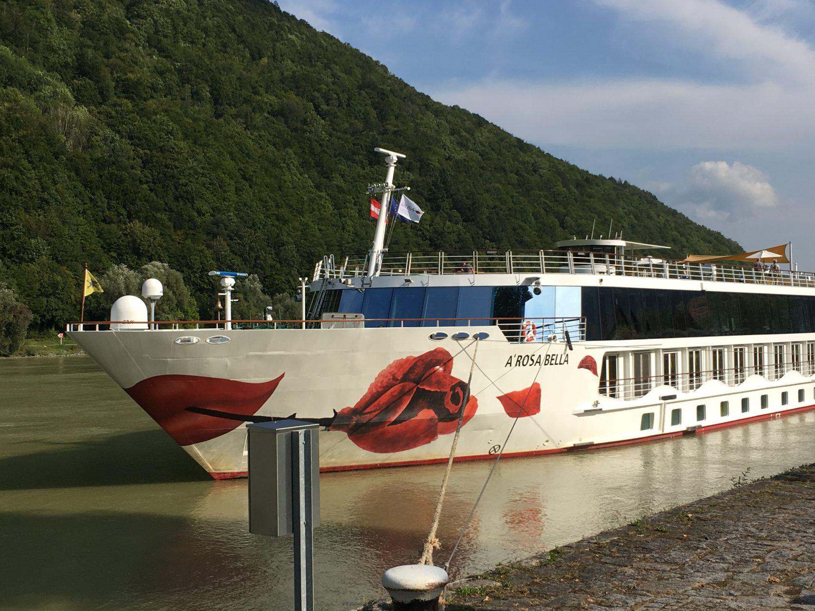 Ein schmuckes Schiff ist die A-Rosa Bella.