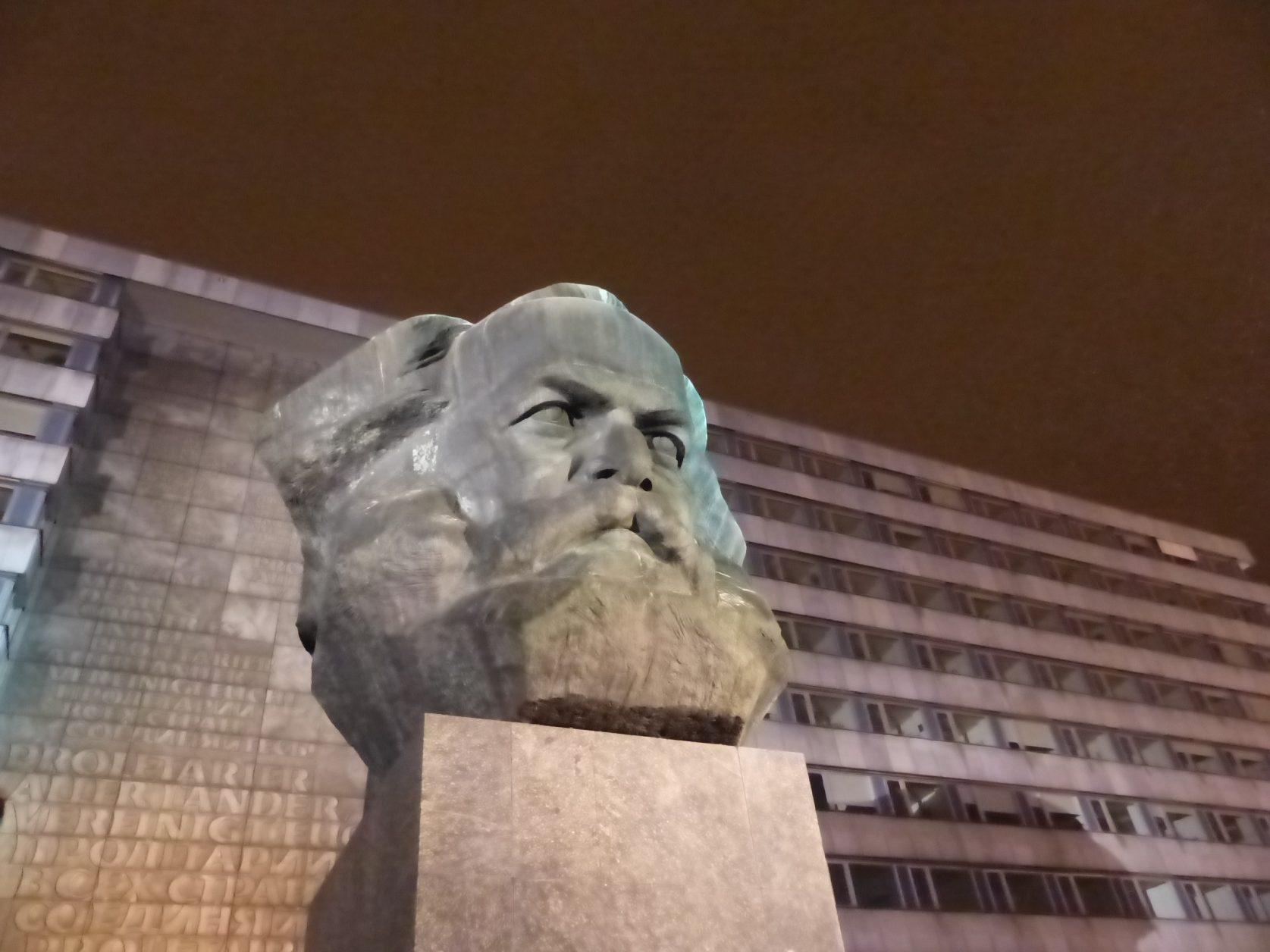 In chemnbitz ein Muss: der Nischel genannte Marx-Kopf im Zentrum