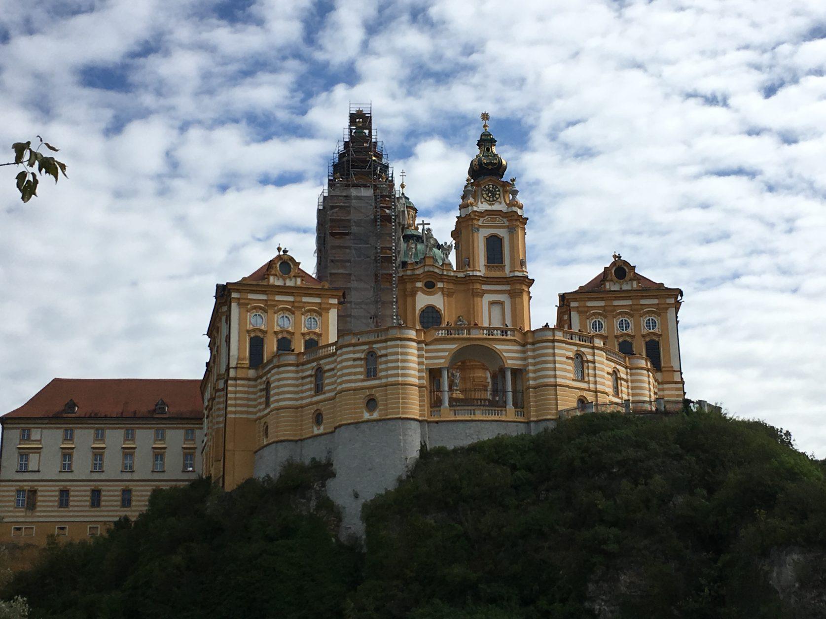 Über Melk thront das Benediktinerkloster, Foto: Weirauch