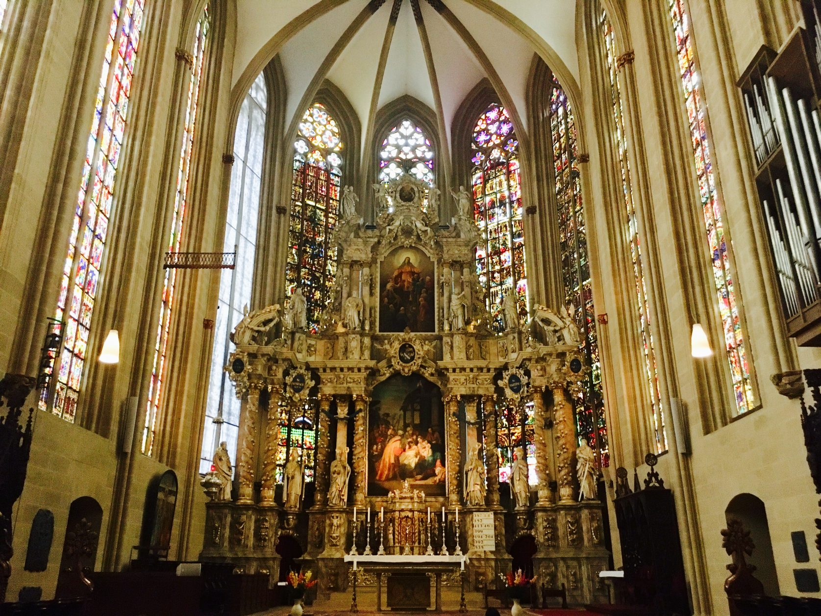 Prachtvoll: barocker Hochaltar des Erfurter Domes. Foto: Weirauch