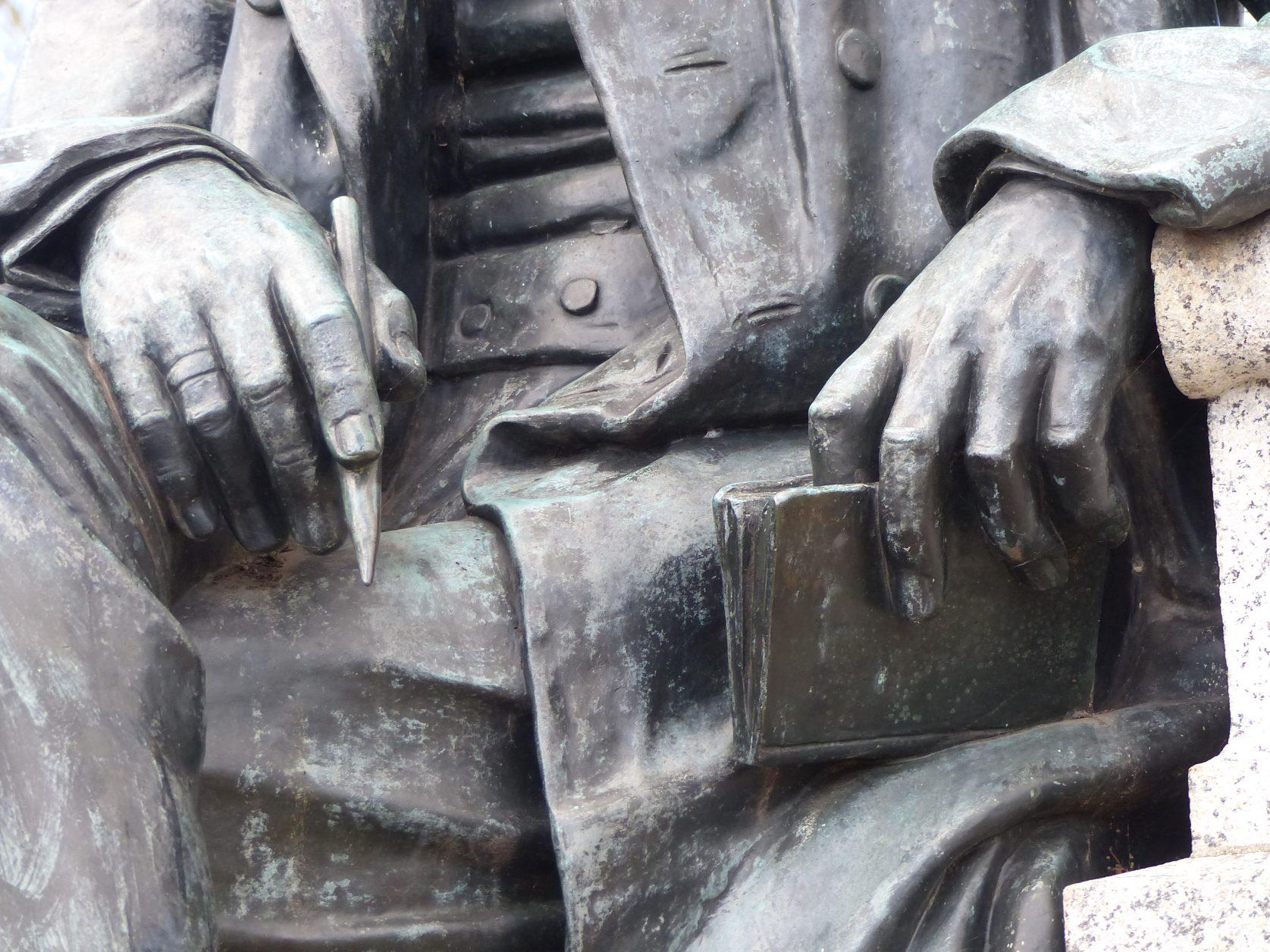 Detail Fontanedenkmal in Neuruppin, Foto: Weirauch