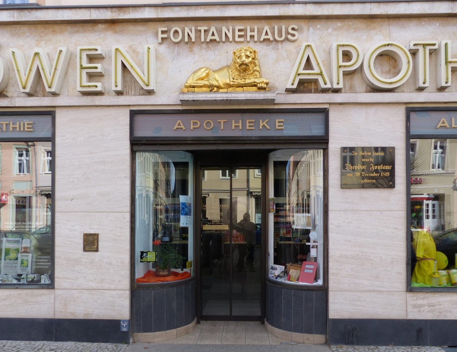 Auch heute ist das Geburtshaus Fontanes noch eine Apotheke. Foto: Weirauch