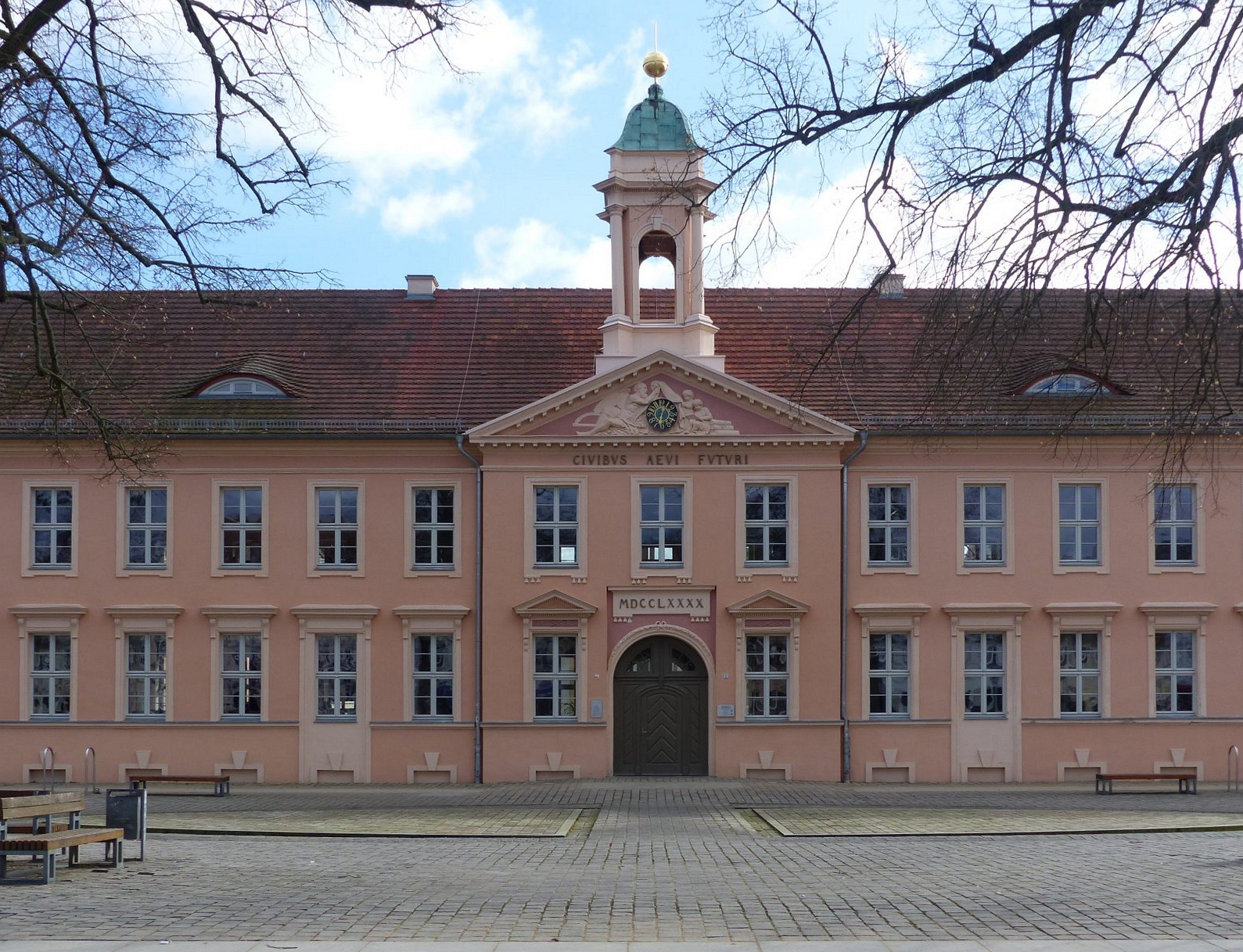 Von Oktober 1832 bis September 1833 besuchte Theodor Fontane das Neuruppiner Friedrich-Wilhelms-Gymnasium. Foto : Weirauch