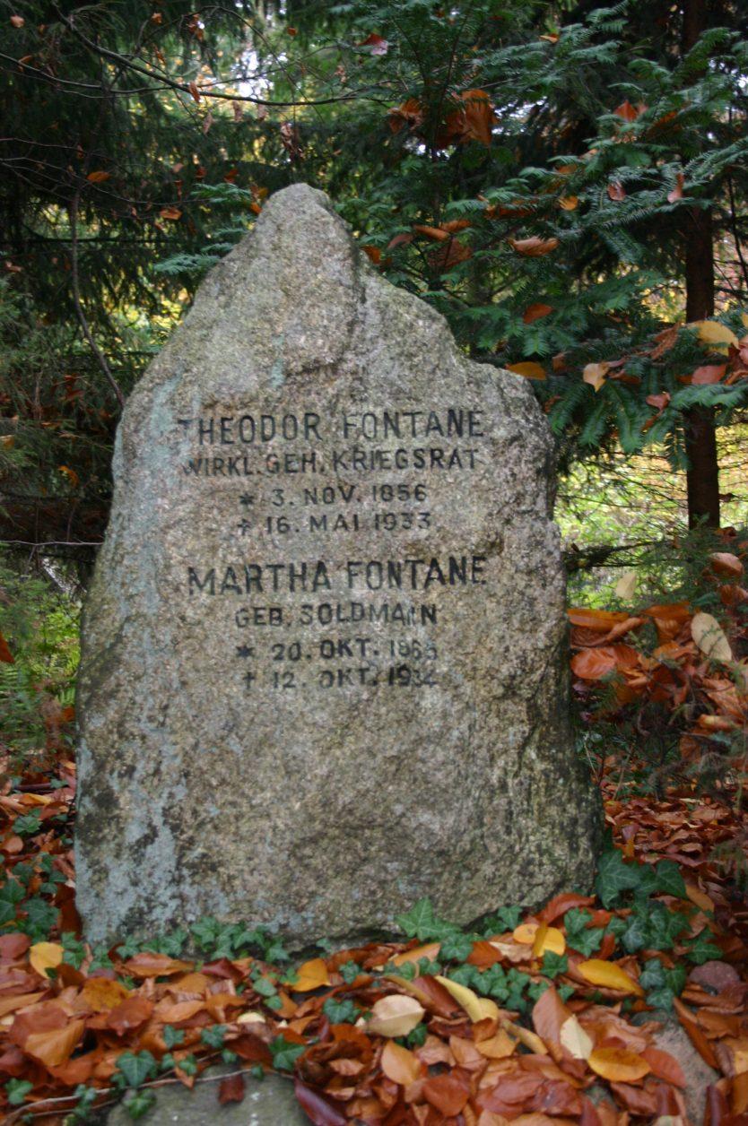 Grabstätte der Familie Theodor jr.(1856-1933) und Martha Fontane (1868-1934) auf dem Südwest-Kirchhof in Stahnsdort, 2012