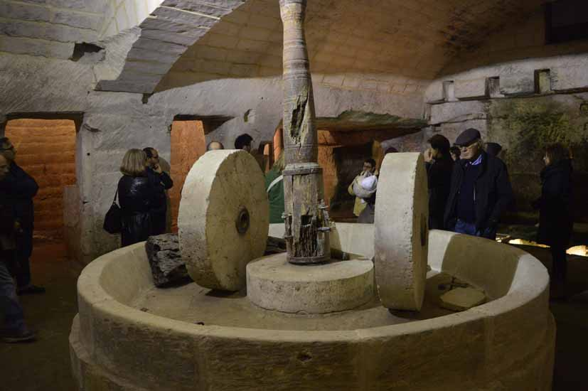 Die unterirdische Verarbeitung von Oliven ist eine Touristenattraktion Foto: Weirauch