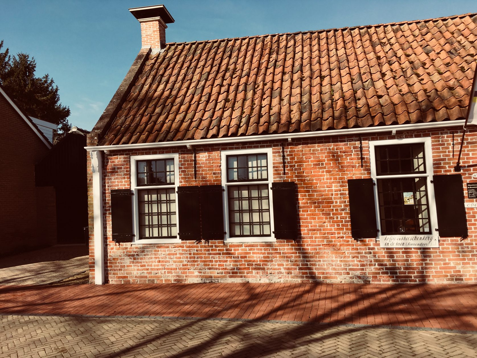 Klostermuseum von Aduard gegenüber der Kirche. Foto: Weirauch