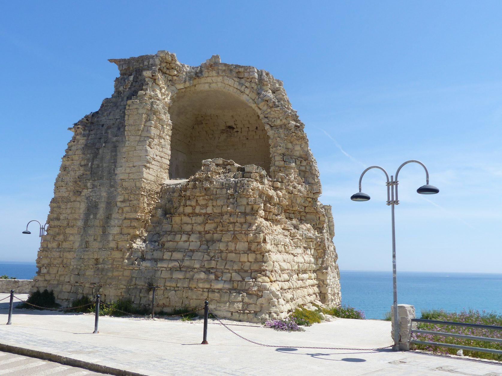 Wehrturm am Strand von Torre dell' Orso Foto: Weirauch