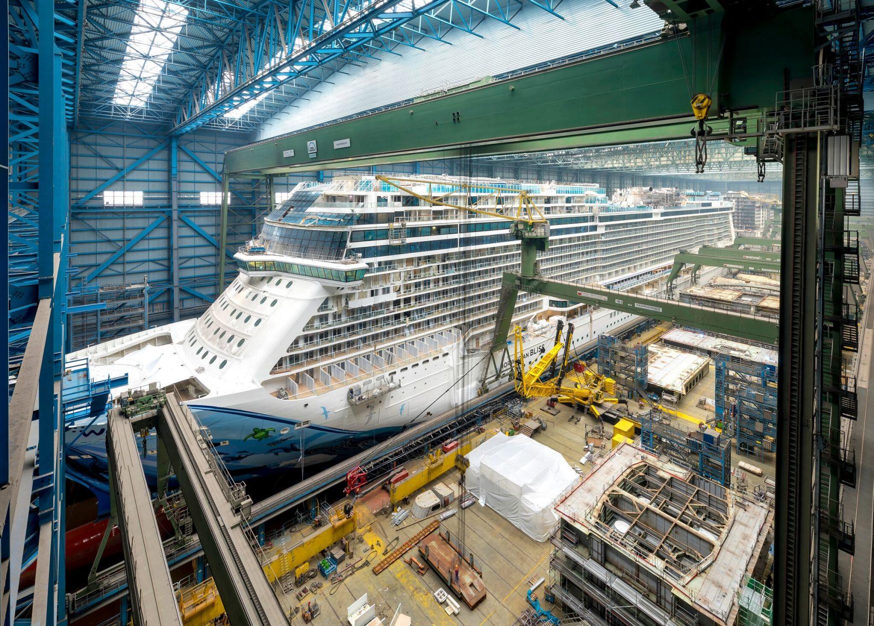 Blick in die Meyerwerft, Kreuzfahrtschiff Norwegian Bliss im Trockendock Februar 2018 ©MEYER WERFT GmbH & Co. KG, Papenburg