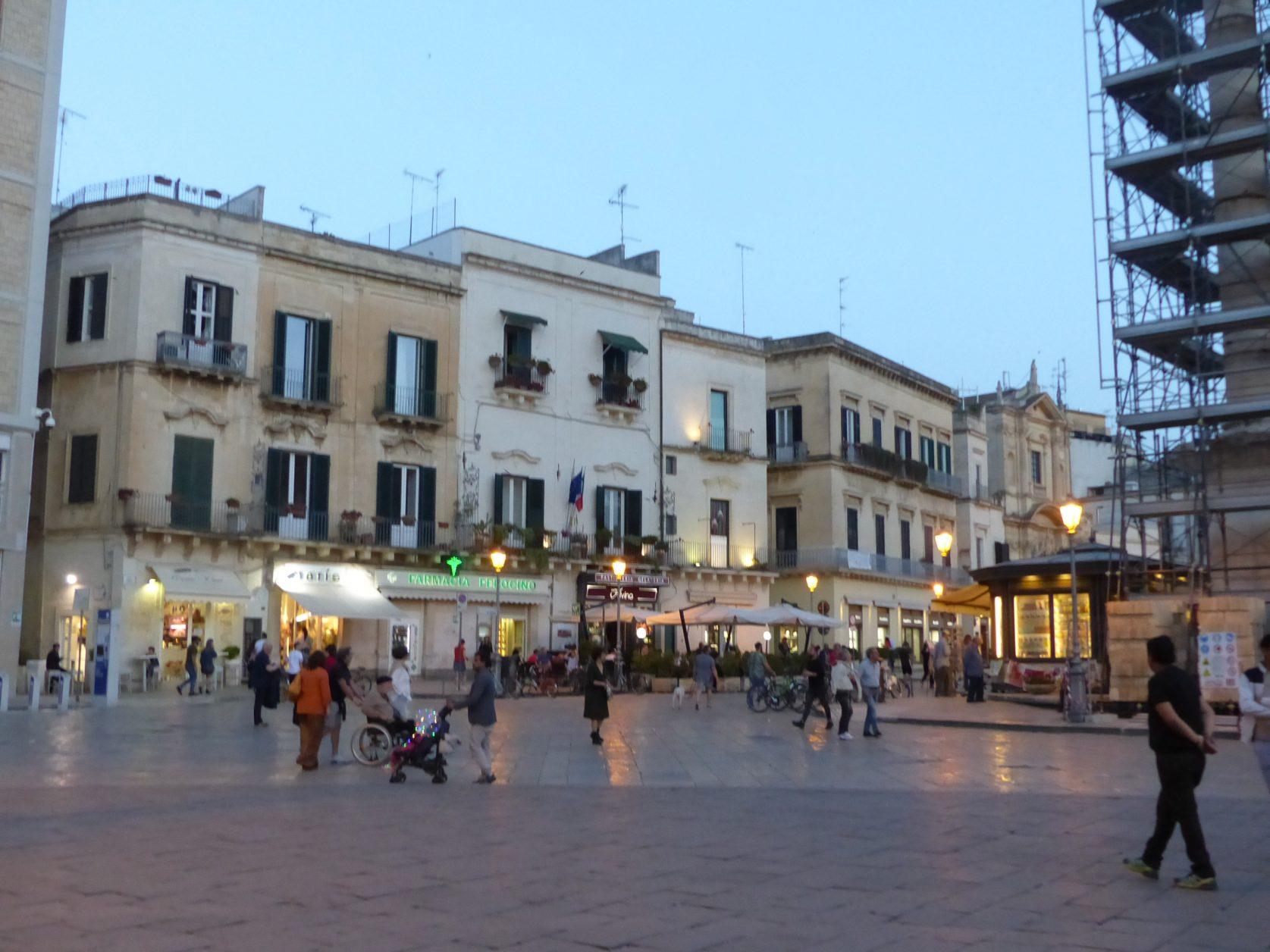 Geschäftiges Treiben in der Altstadt von Lecce Foto: K. Weirauch