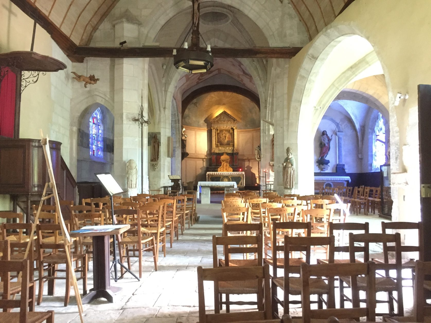 Blick in die Dorfkirche von Giverny Foto: K.Weirauch