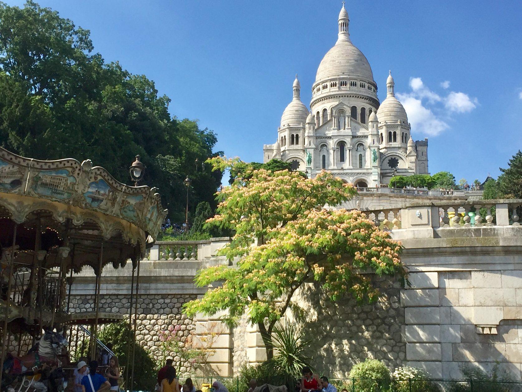 Die Basilika Sacré-Cœur thront auf dem Hügel Montmartre. Foto: K.Weirauch