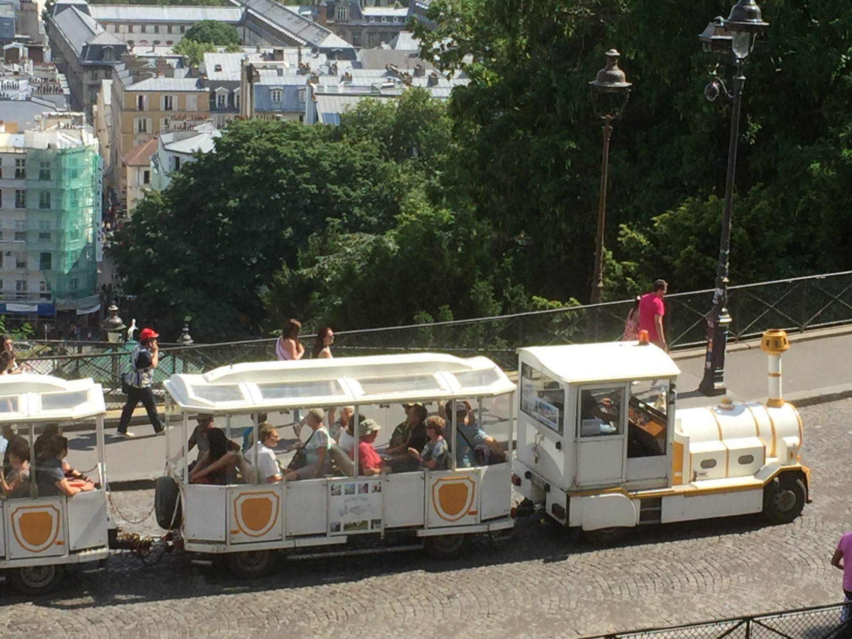 Mit der Bimmelbahn gelangt man bequem auf den Hügel. Foto: K.Weirauch