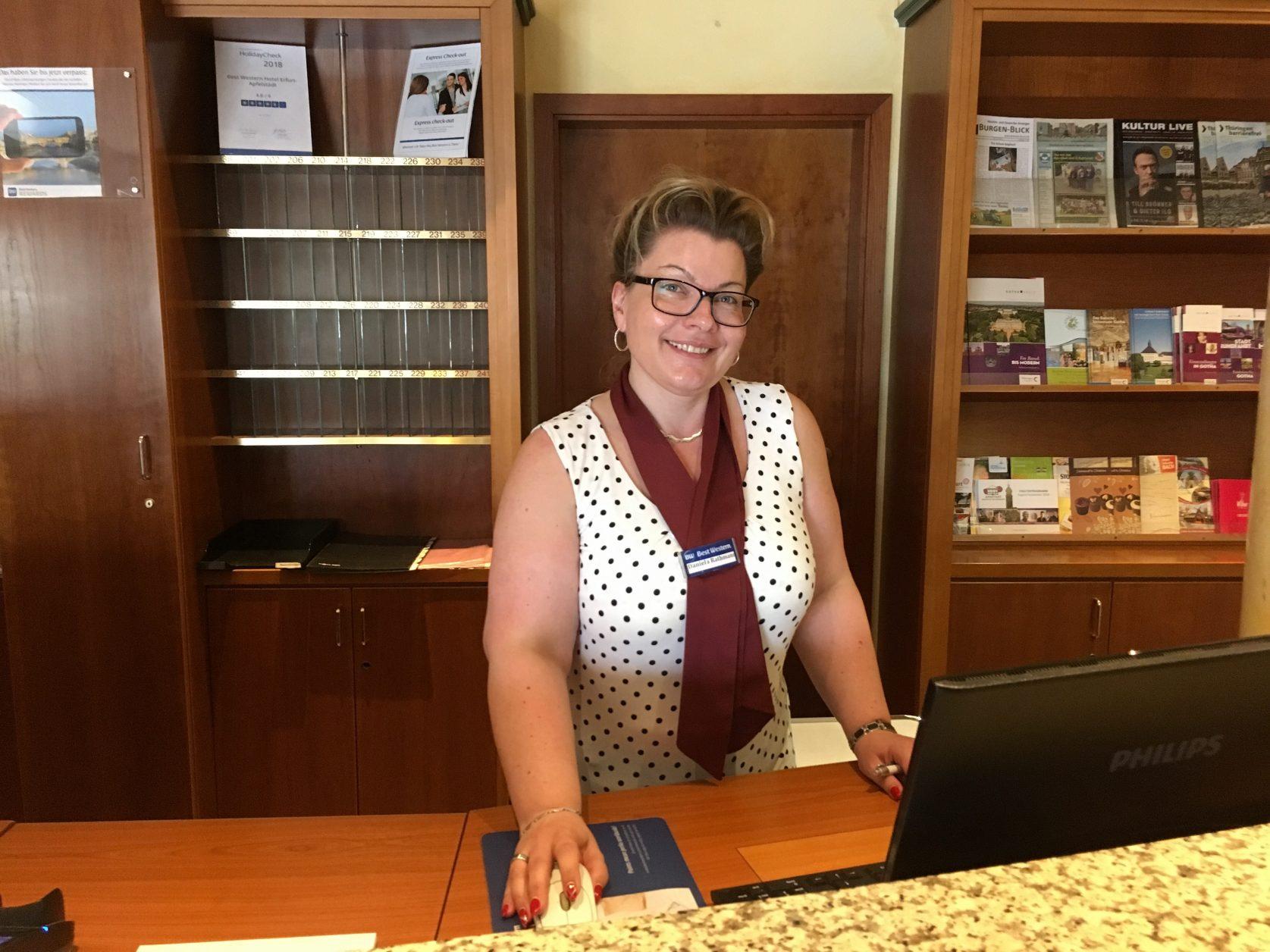 Freundlich und kompetent berät Daniela Rathmann im Best Western hotel Apfelstädt die Gäste, Foto: Weirauch