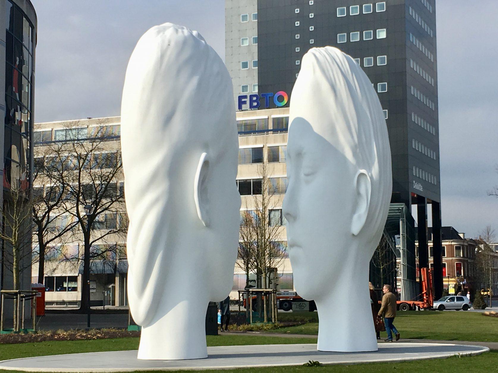 Kunstwerke am Bahnhof von Leeuwarden, Foto: Weirauch