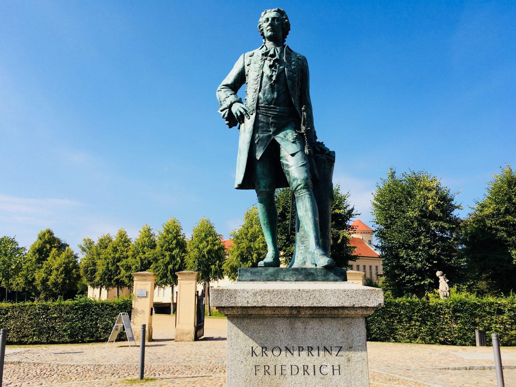 Dem Berliner Jürgen Graf ist es u.a. zu verdanken, das Kronprinz Friedrich wieder vor dem Schlosseingang steht, Foto: Weirauch