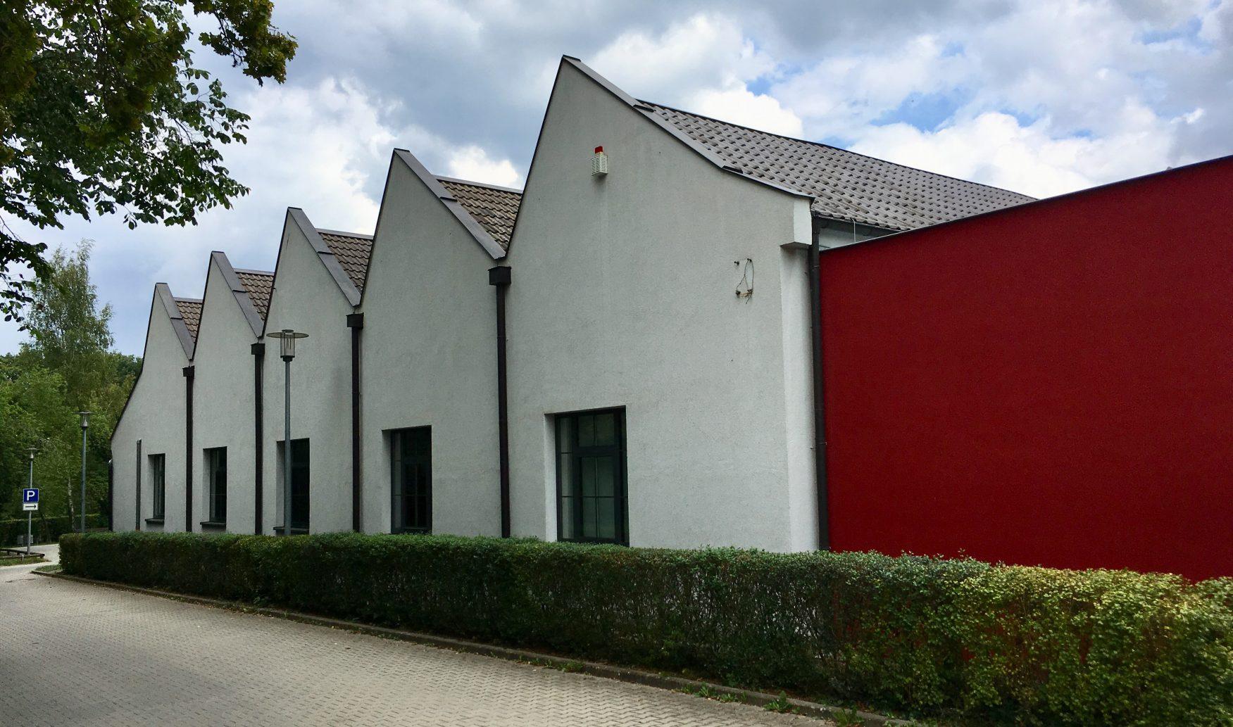 """Blick auf das Fabrikgebäude """"Obere Mühle 4"""", in dem sich das Fabrikmuseum Roth befindet, Foto: Weirauch"""