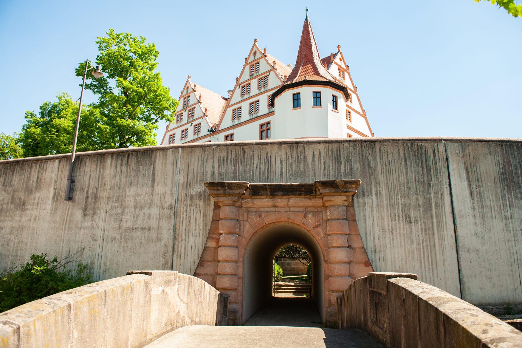 Blick auf die Befestigung von Schloss Ratibor, Foto: Stadt Roth - Tourist-Information