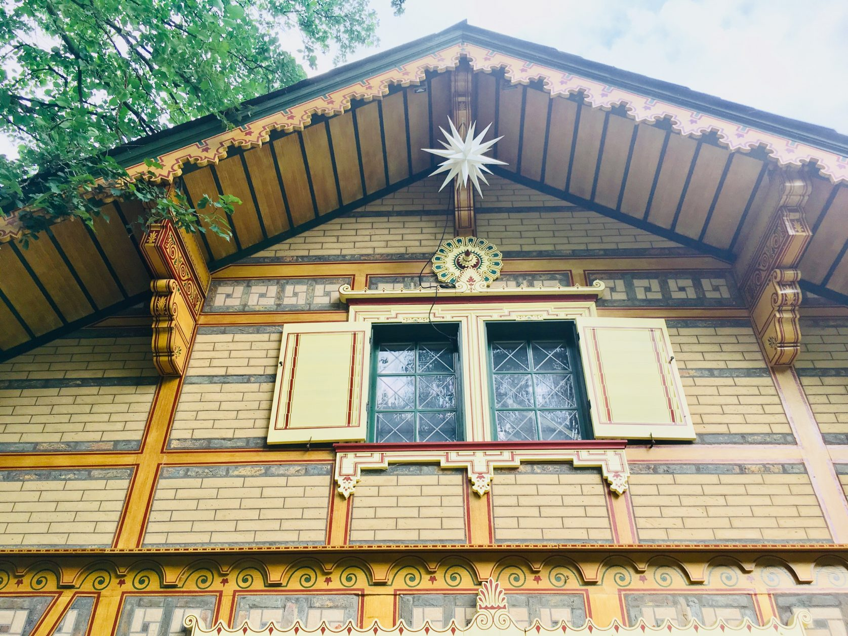 Mit viel Liebe und Detailkenntnis restaurierte Fassade. Foto: Weirauch
