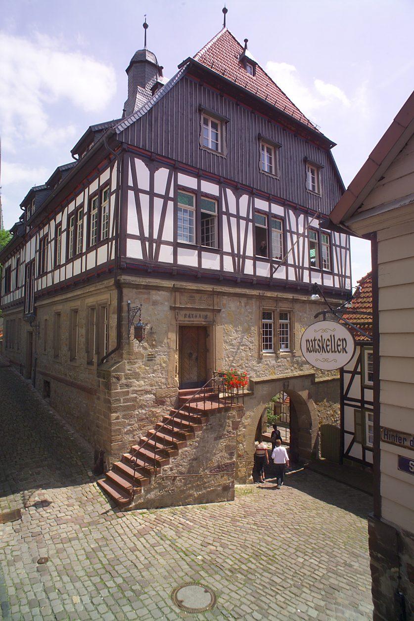 Blick auf das Rathaus von Warburg am Dieemlradweg, Foto: Stadt Warburg