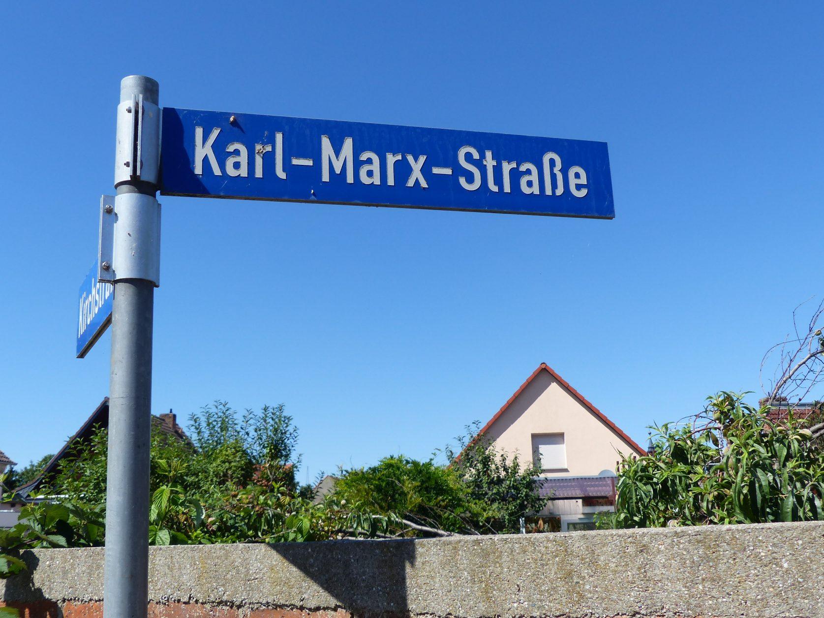 Die Hauptstraße des Ortes heißt Karl-Marx-Straße, Foto: Weirauch