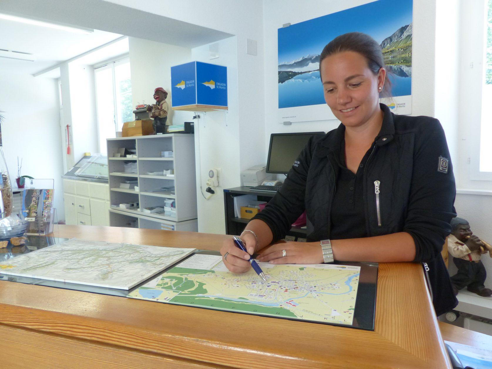 Kompetente informationen erhält man auch in der Touriinformation von Celerina, foto: Weirauch