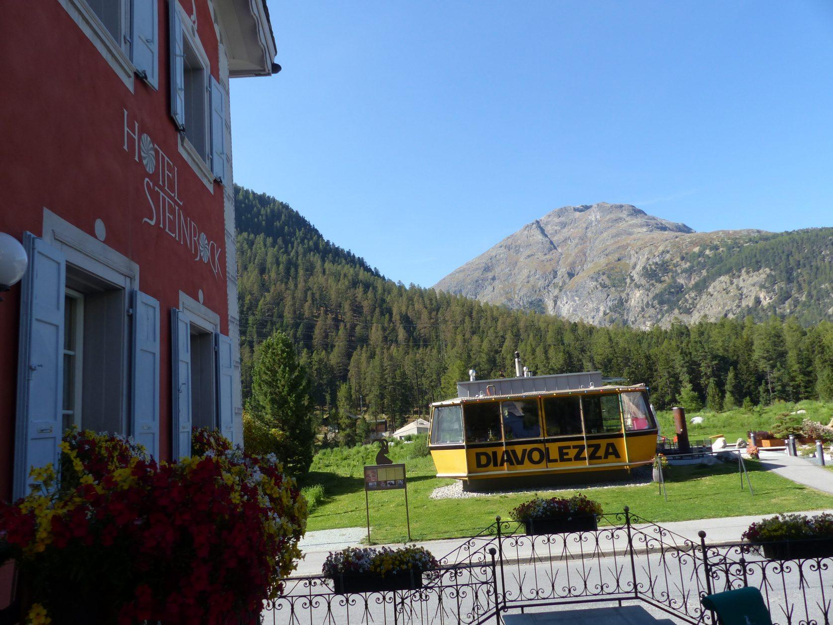 """In der zum Hotel """"Steinbock"""" gehörenden Diavolezza - Gondel gibt es Käsespezialitäten, Foto. Weirauch"""