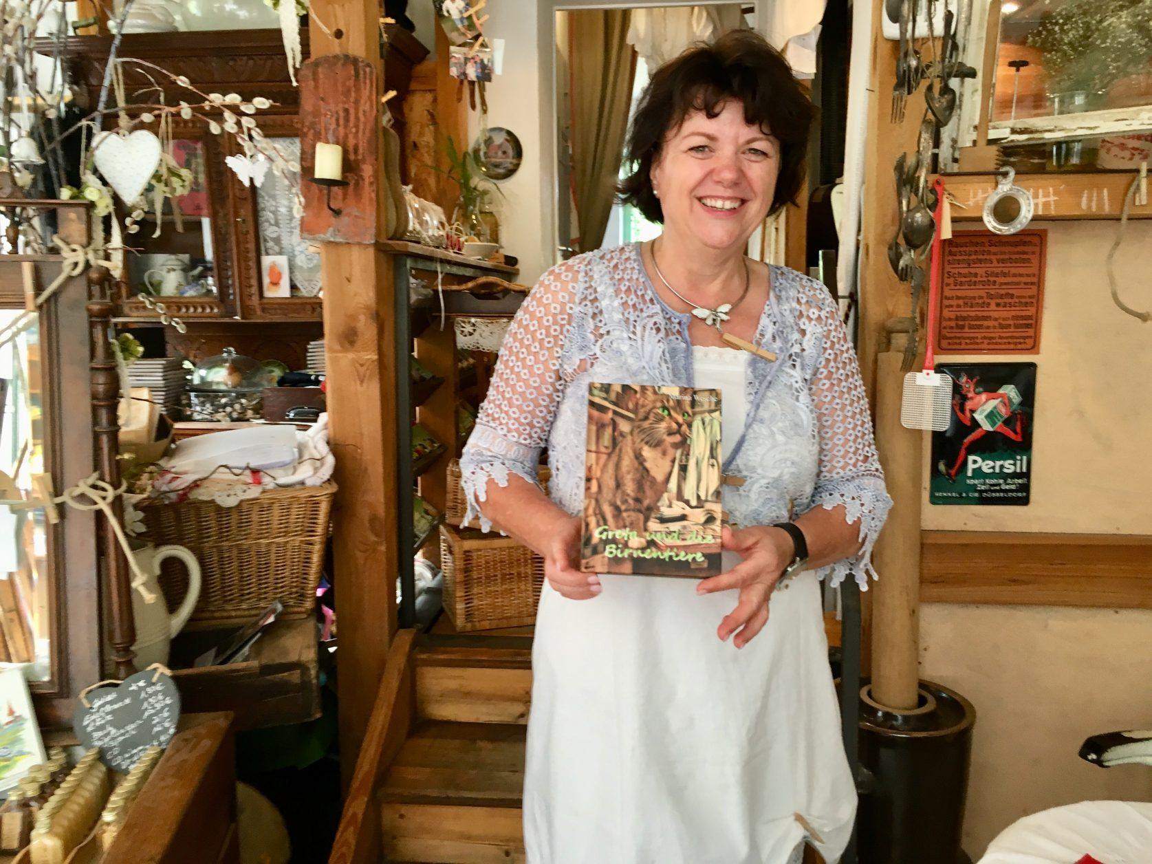 """""""Waschfrau"""" Marina Wesche hat ein Buch über """"Greta und die Birnentiere"""" geschrieben, Foto. Weirauch"""