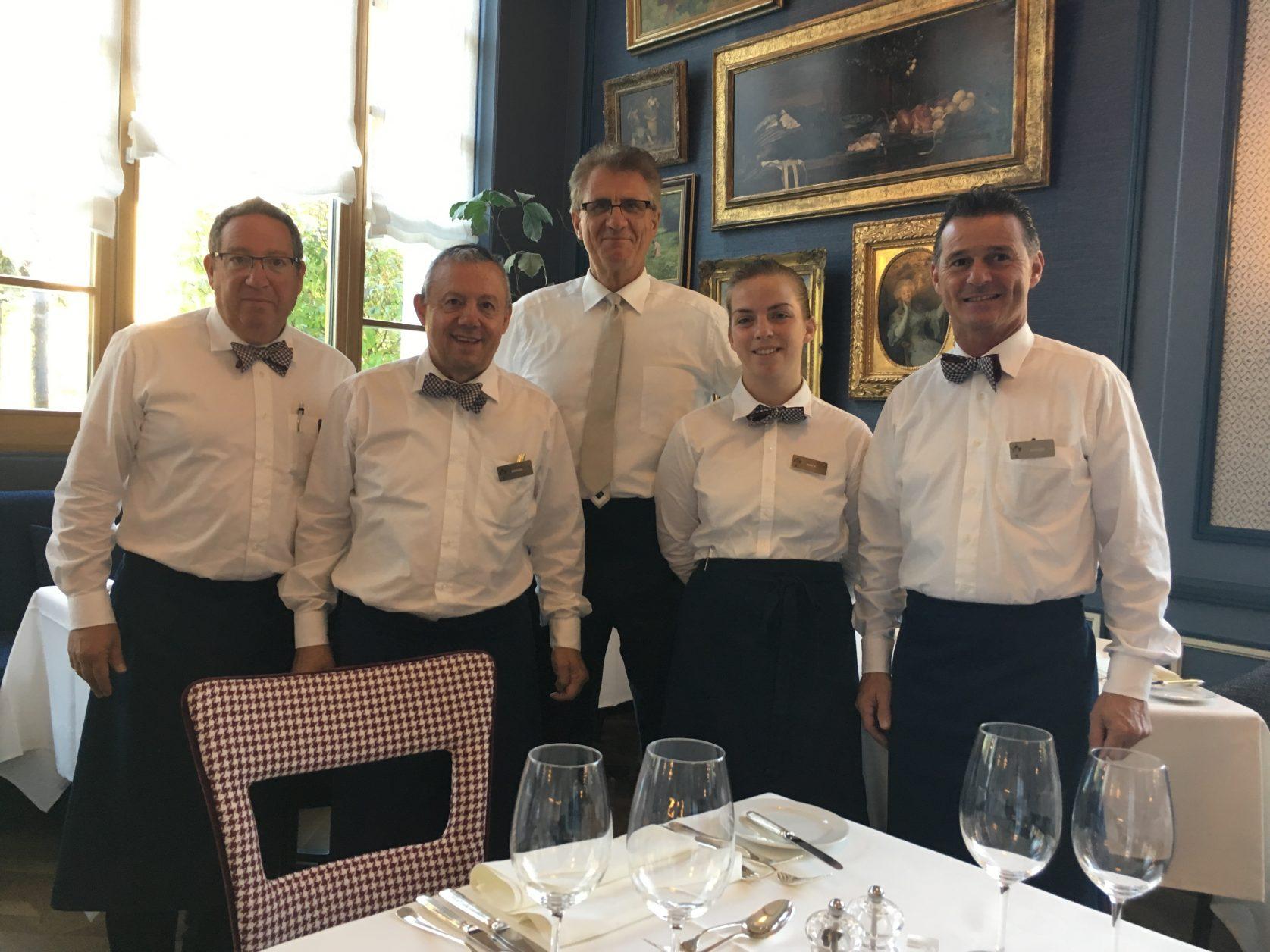 Immer für die Gäste da: das erfahrene Service-Team im Hotel Walther in Pontresina, Foto: Weirauch