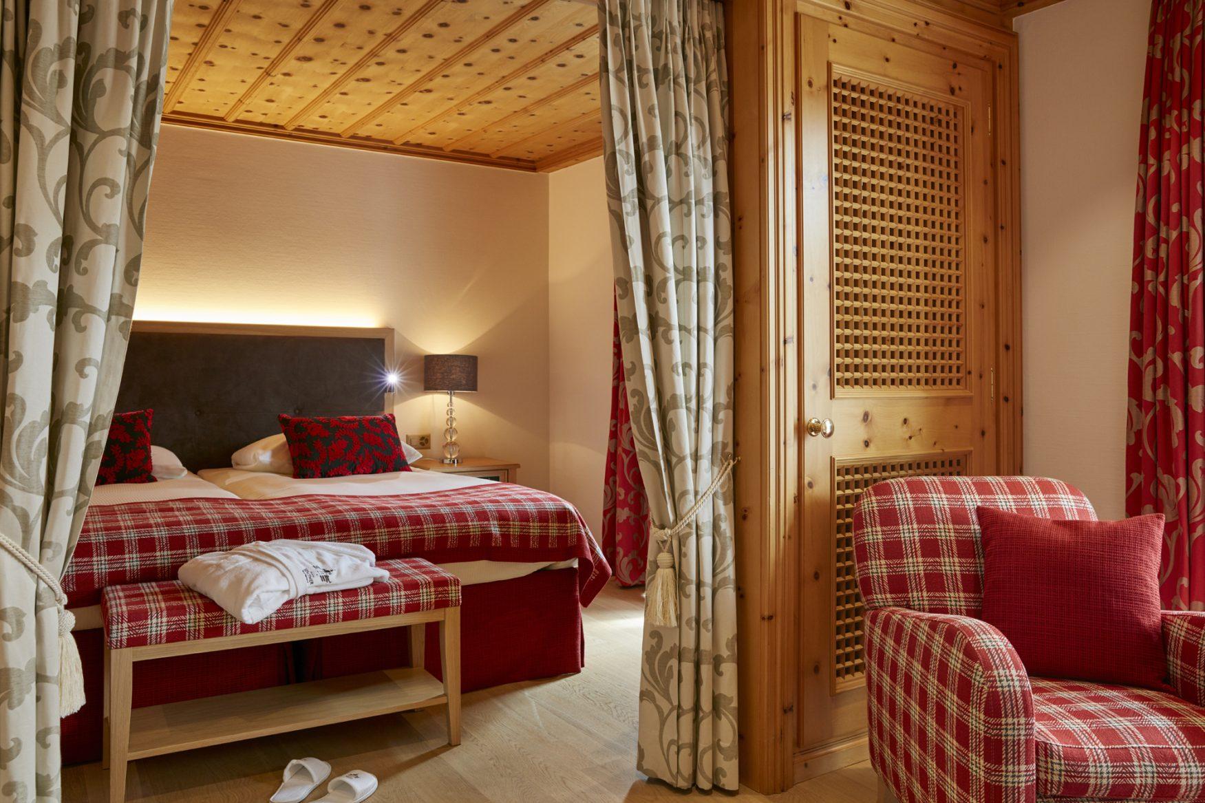 In warmen Farben sind die Zimmer im Hotel Walther gestaltet, Foto: hotelwalther.ch