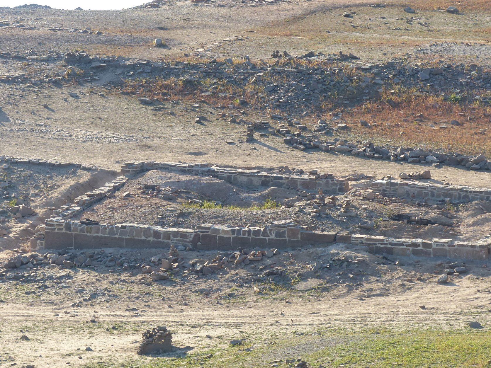 Reste der Dorfstelle Berich, wie der Knüppelhof, werden von Freizeitarchäologen gesichert, Foto. Weirauch