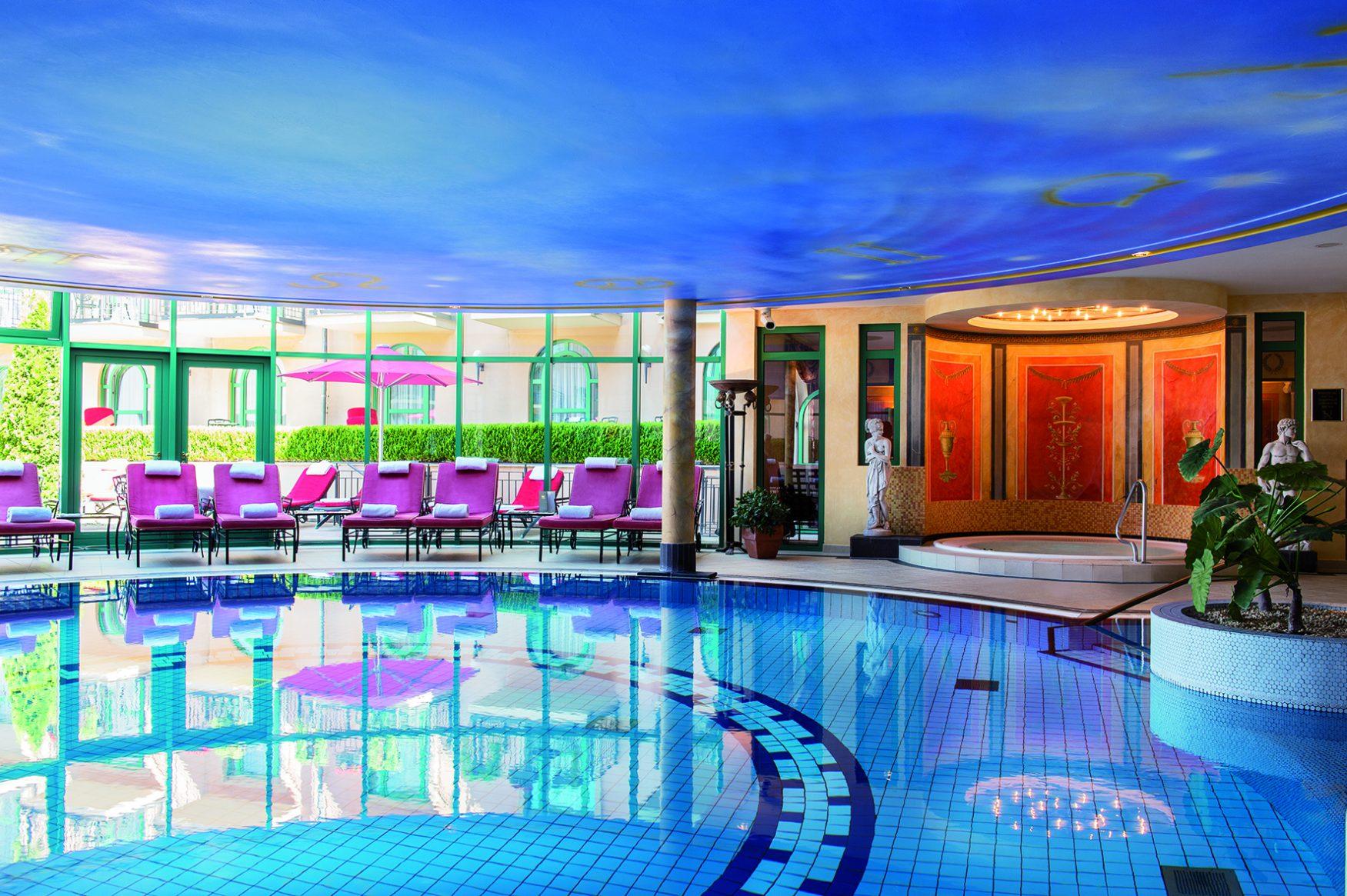 Der beliebte Pool im Wellnesbereich von schloss Berg, Foto: Victor´s Resdidenz-Hotelx