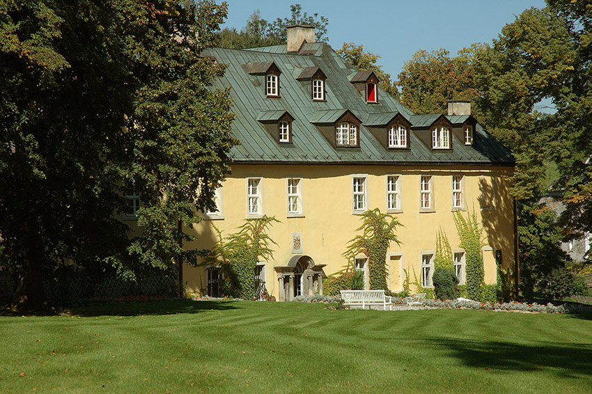 Blick auf Schloss Stohnsdorf im Hirschberger Tal, Foto: Klaus Klöppel