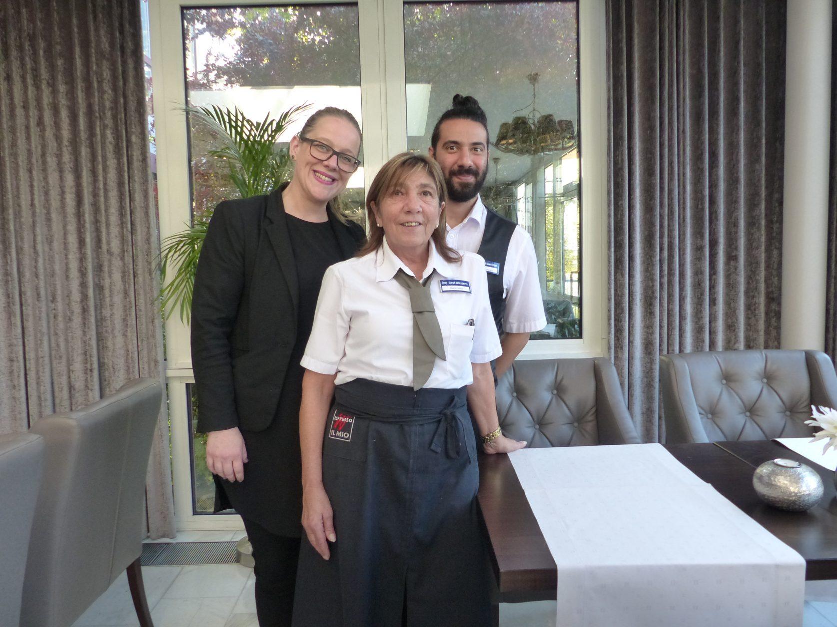 Hoteldirektorin Melanie Buschbacher mit Biena Ullrich und Pedram Safavandi imVictor`s Residenz Hotel Rodenhof Saarbrücken, Foto: Weirauch