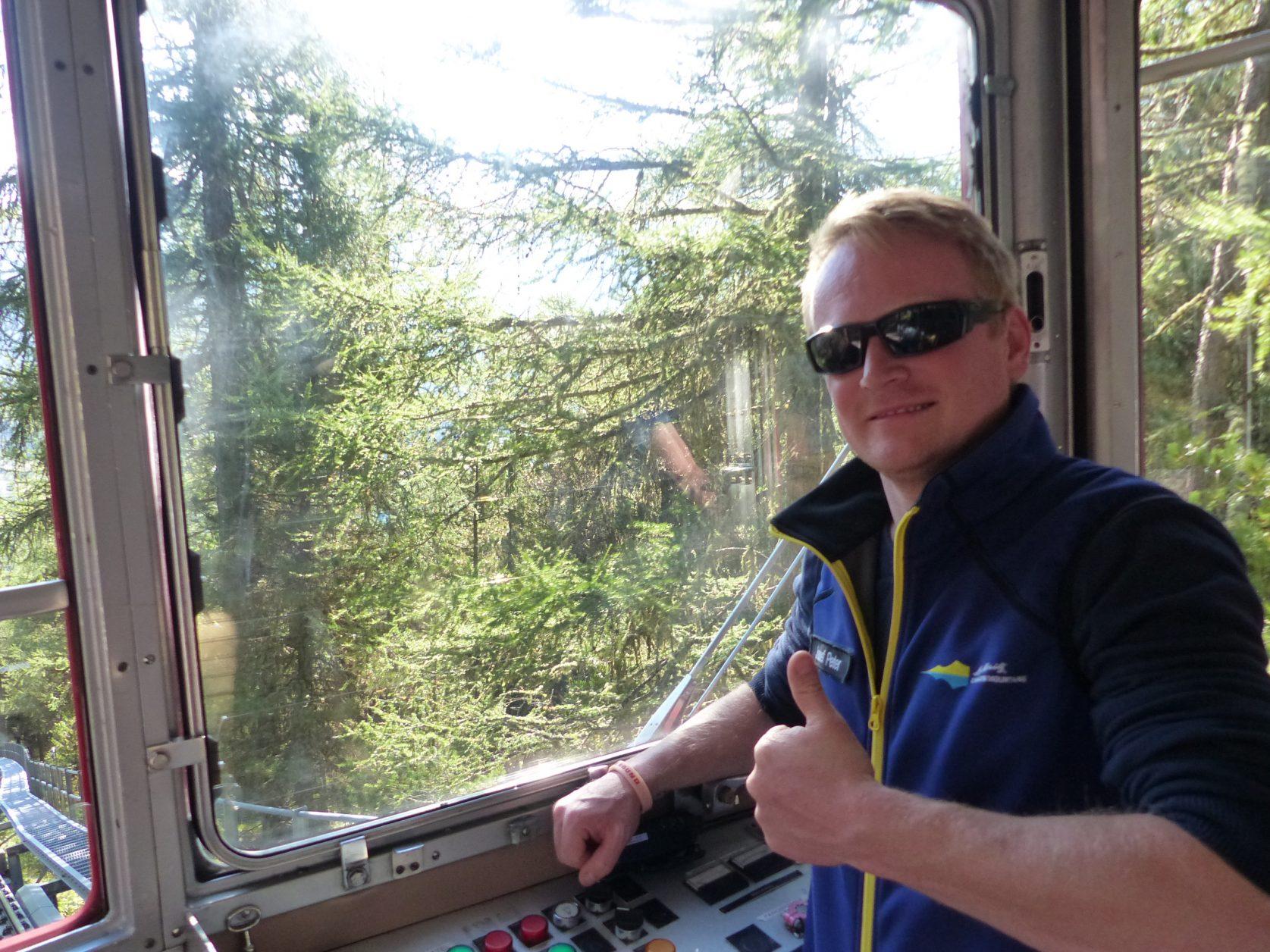 Jo`zsef Pèter`steuert die Bahn auf den Muottas Muragl, Foto: Weirauch