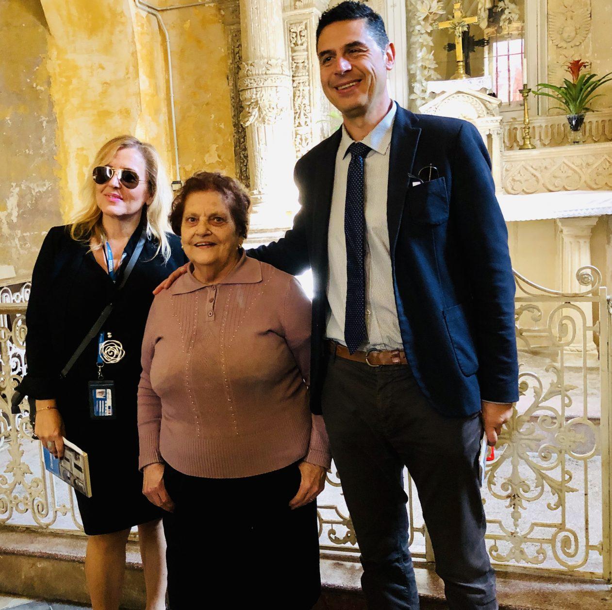 Carmelina Lorenzo kümmert sich um eine kleine Kapelle